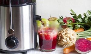 -sapcentrifuge-en-sap-met-verse-groenten-en-fruit